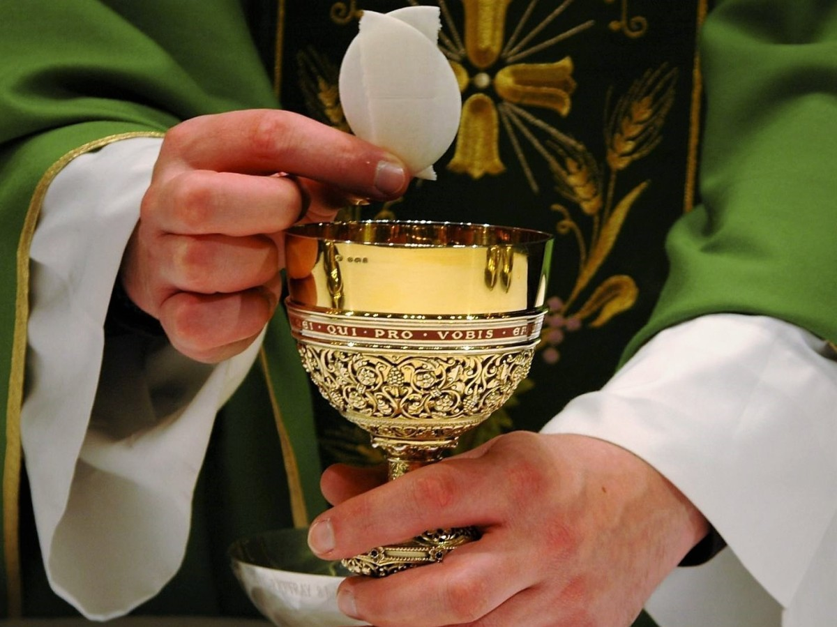 POPE FRANCIS' CATECHESES ON THE HOLY MASS (March 21, 2018): JESUS TRANSFORMS US INTO HIMSELF IN THE HOLY COMMUNION.